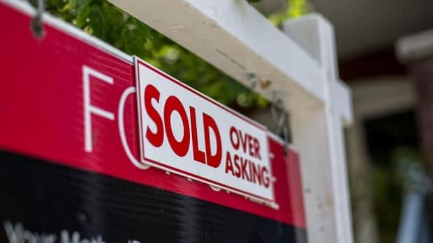'Worrisome' Toronto real estate market drives 'unusually large' national price increase