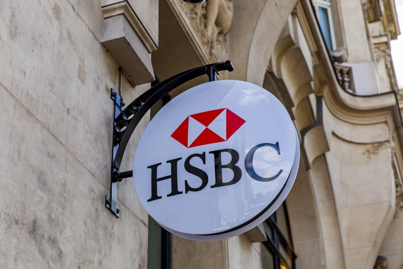 HSBC plans to lay off 10,000 jobs worldwide in attempt to cut costs